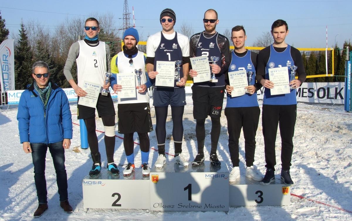 Finaliści w Otwartym Turnieju Siatkówki na Śniegu