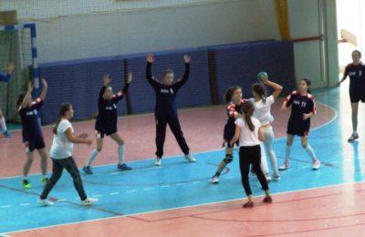 Więcej o: Igrzyska Powiatowe w Piłce Ręcznej Dziewcząt i Chłopców