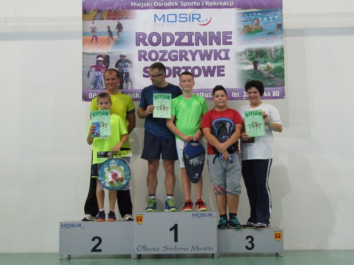 Uczestnicy na podium podczas Rodzinnych Rozgrywek Sportowych