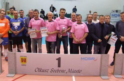Więcej o: Olkuska Liga Oldbojów Futsal – dekoracja zwycięzców