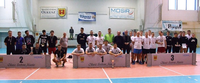 Finaliści podczas Otwartego Turnieju Halowej Piłki Nożnej o Puchar Srebrnego Miasta