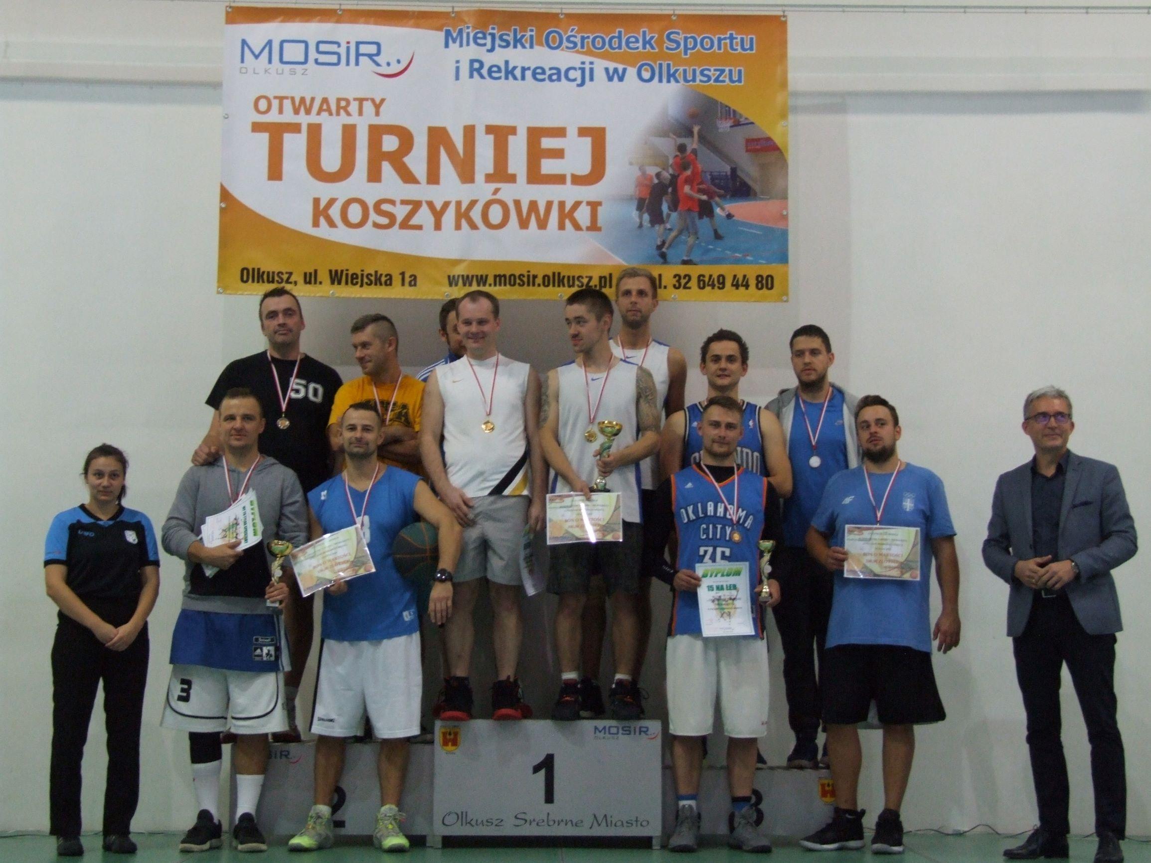 Zdjęcie najlepszych drużyn na podium