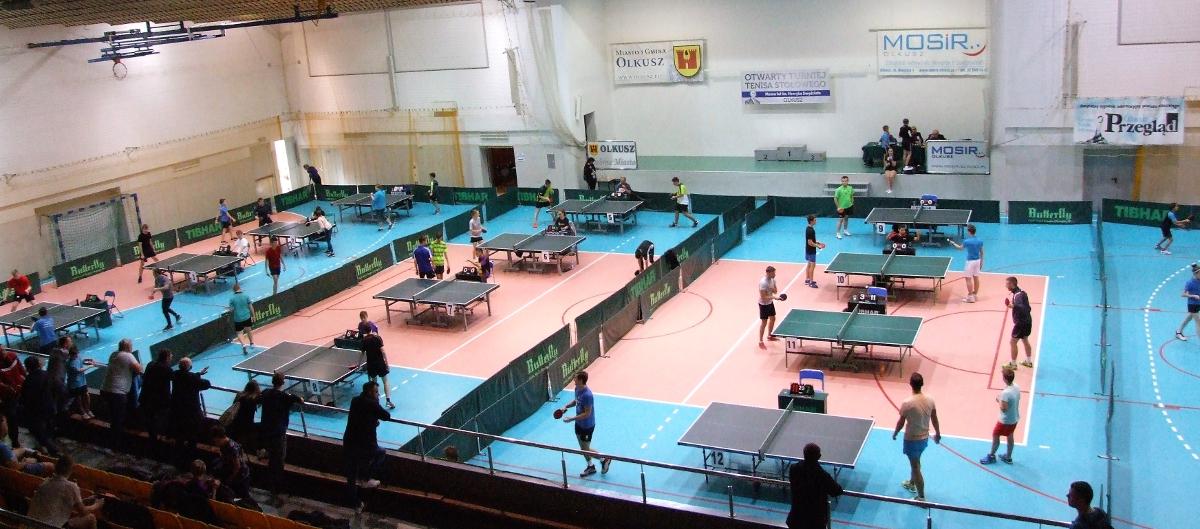 Rozgrywki podczas Otwartego Turnieju Tenisa Stołowego 4. Memoriału Henryka Swędzioła