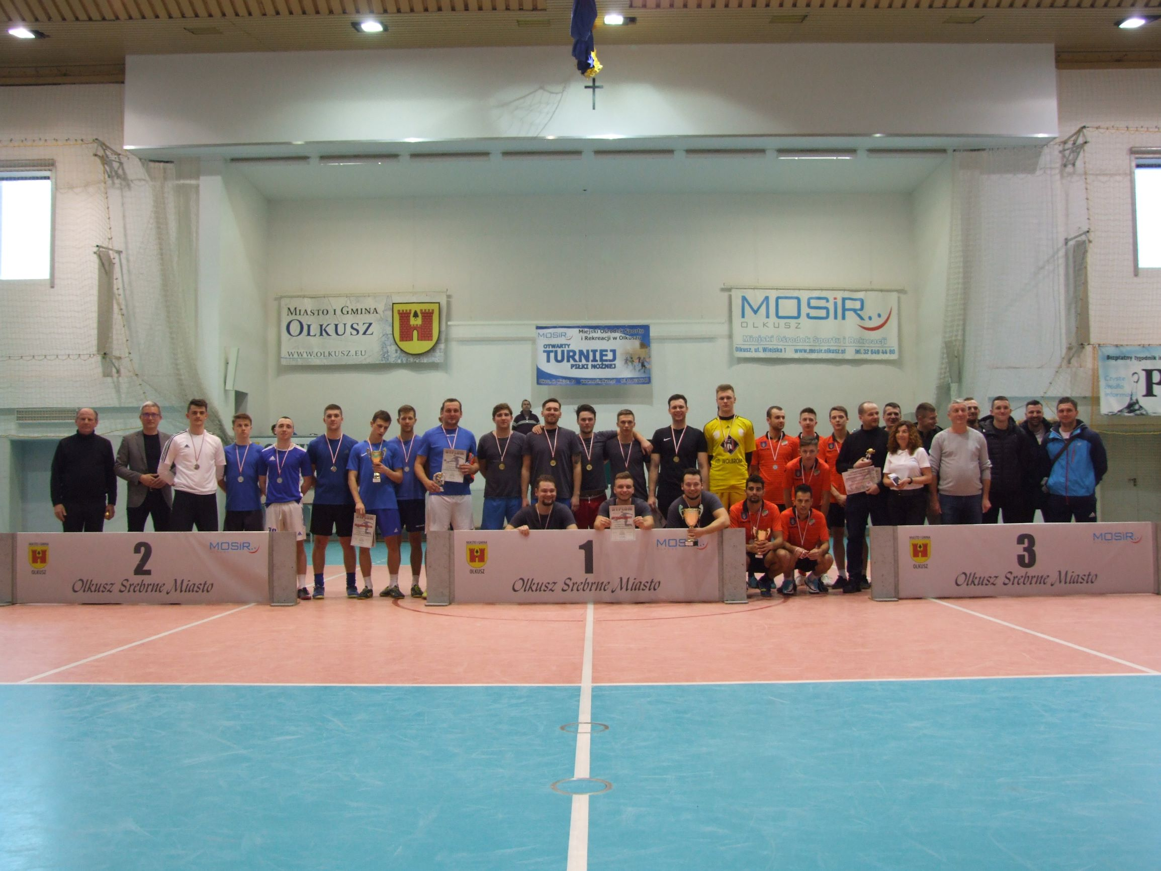 Zdjęcie grupowe drużyn po turnieju