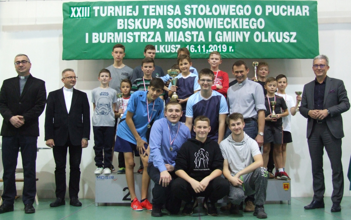 Nagrodzeni uczestnicy XXIII Turnieju Tenisa Stołowego LSO o Pucha Biskupa Sosnowieckiego i Burmistrza Miasta i Gminy Olkusz