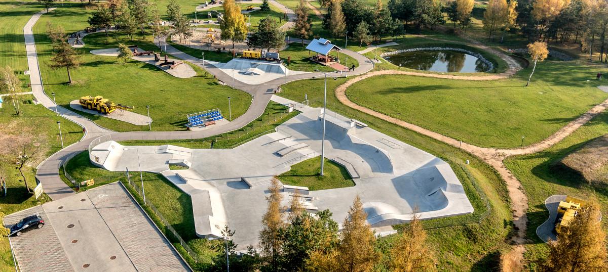 """Zdjęcie z """"lotu ptaka"""" Skateplazy w Silver Parku w Olkuszu"""
