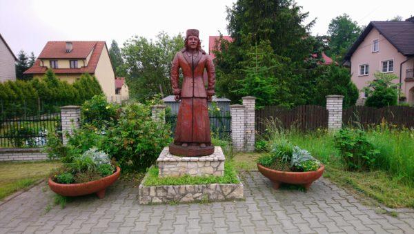 Drewniana rzeźba w Rabsztynie