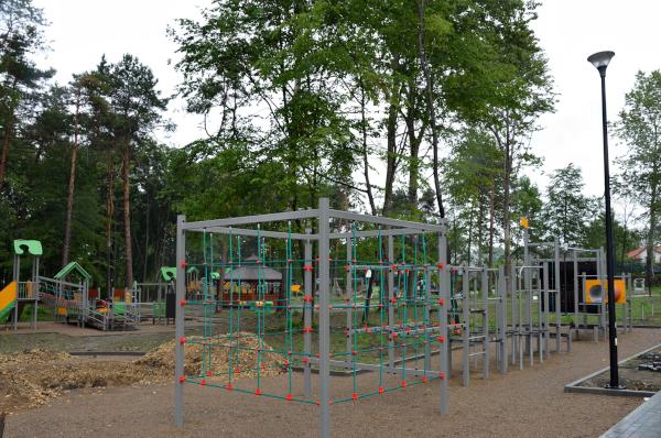 Plac zabaw na rewitalizowanej Czarnej Górze