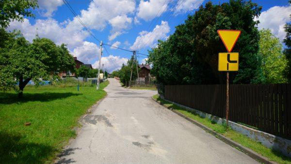 Skrzyżowanie ulicy Kochmańskiej z Chrzanowską w Gorenicach
