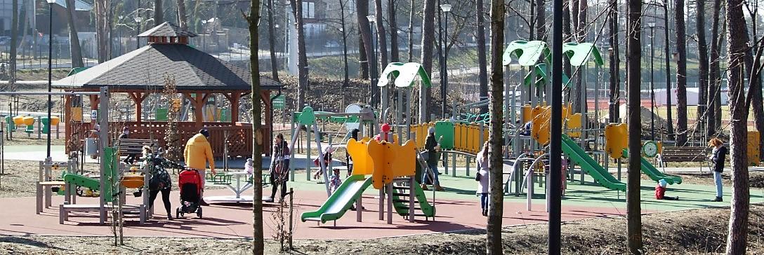 Plac zabaw w parku OSW Czarna Góra w Olkuszu