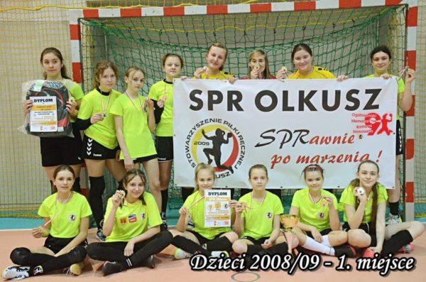 Zawodniczki SPR Olkusz z dyplomem oraz medalami