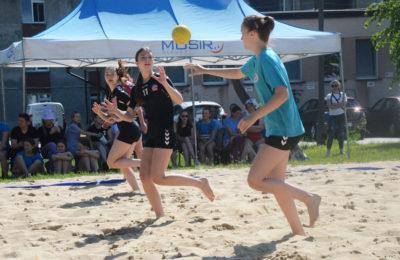 Więcej o: Mistrzostwa Małopolski w Piłce Ręcznej Plażowej