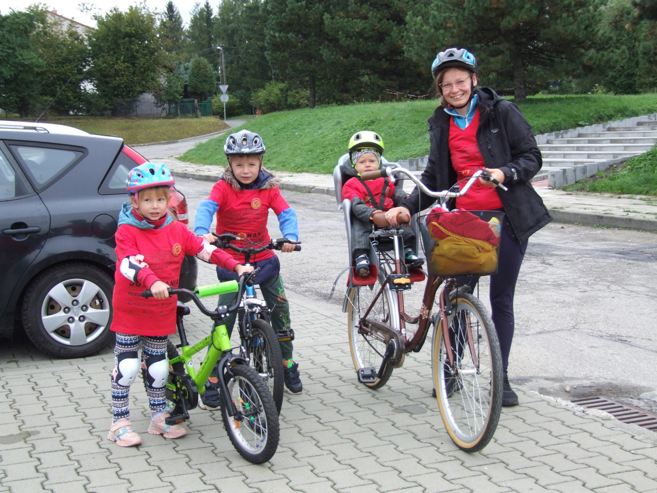 Uczestnicy indywidualnego rajdu rowerowego w ramach juromanii 2021